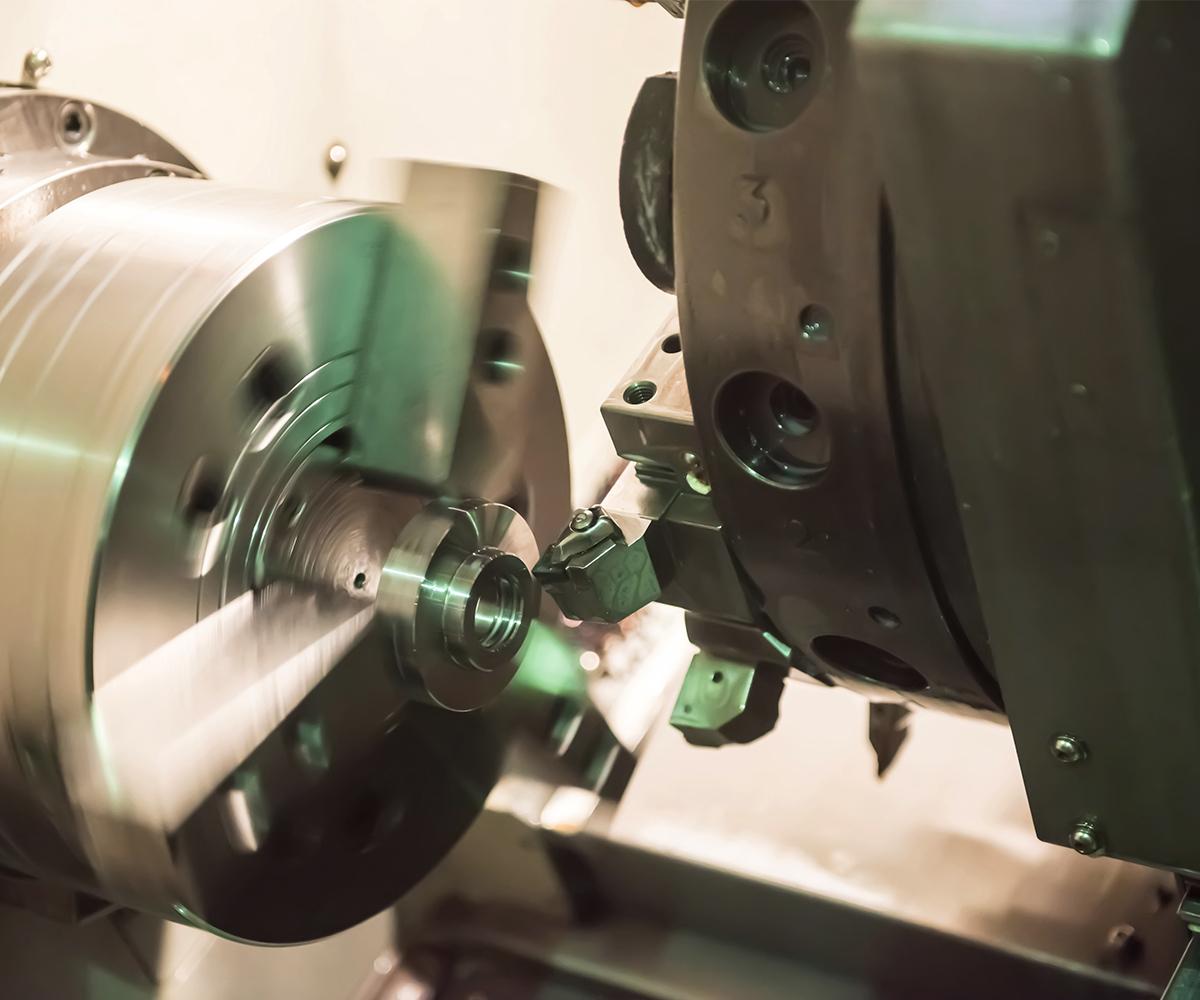Absicherung-Fuhrpark-Maschine-Drehmaschine-Industrie-Metall-Fertigung
