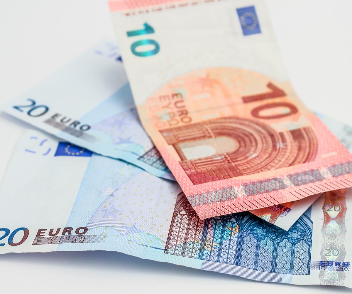 Verbesserung-Liquidität-Euro-Geld-Scheine